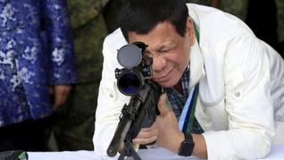 Duterte Terima Langsung 5.000 Senjata Sumbangan dari Rusia