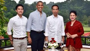 Hujan, Obama Lahap Santap Bakso di Bogor
