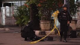 Usai Penusukan, Anggota Polri Saling Jaga Saat Salat Isya