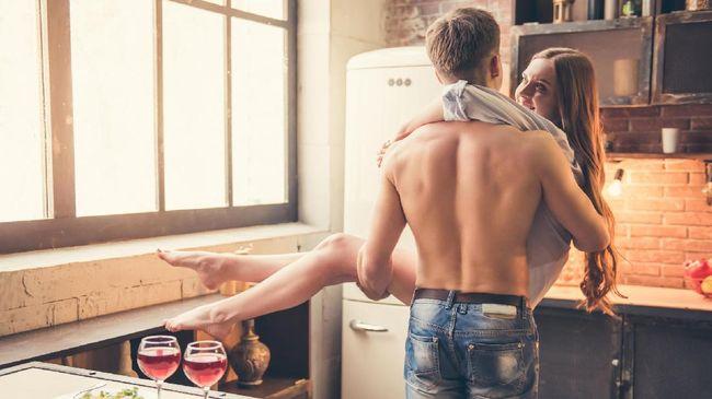 Enam Titik Sensitif Pria yang Bisa Tingkatkan Gairah Bercinta