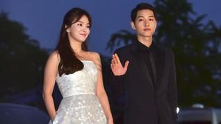 Song Joong Ki dan Song Hye Kyo Main Boling di Malam Natal