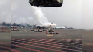 Pesawat China Airlnes Keluarkan Asap Saat Take Off di Soeta