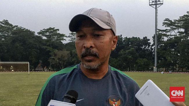 Fakhri Husaini Rela Pensiun Dini Demi Latih Bhayangkara FC
