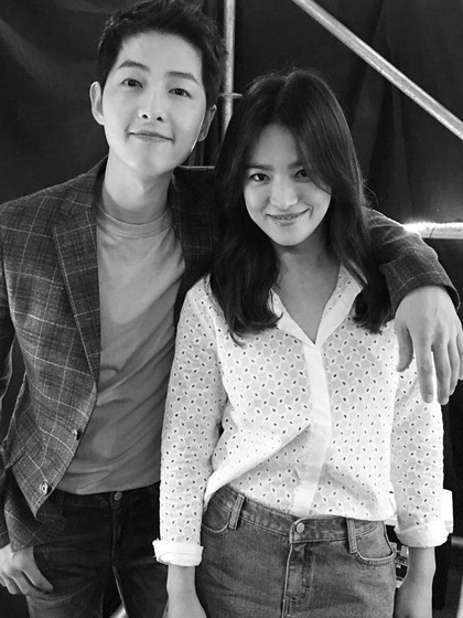 Foto Kemesraan yang Ditunjukkan Song Hye Kyo dan Song Joong Ki di Instagram
