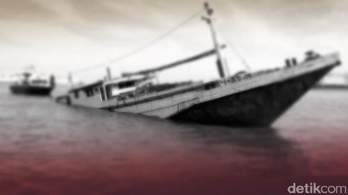Kapal Tenggelam di Makassar