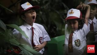 FOTO: Senyum dan Polah Mereka di Hari Pertama Sekolah