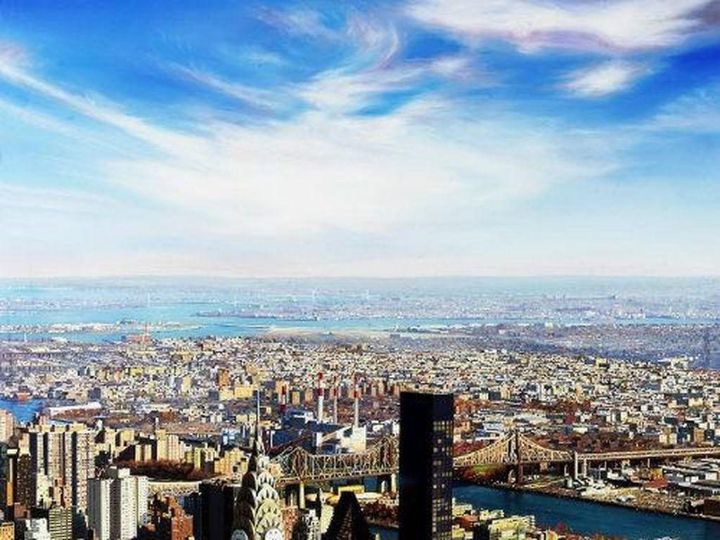 Lukisan pemandangan kota. (Foto: Raphaella Spence)