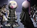 Penampakan Mirip Boneka Pengamen di Panggung Mode Paris