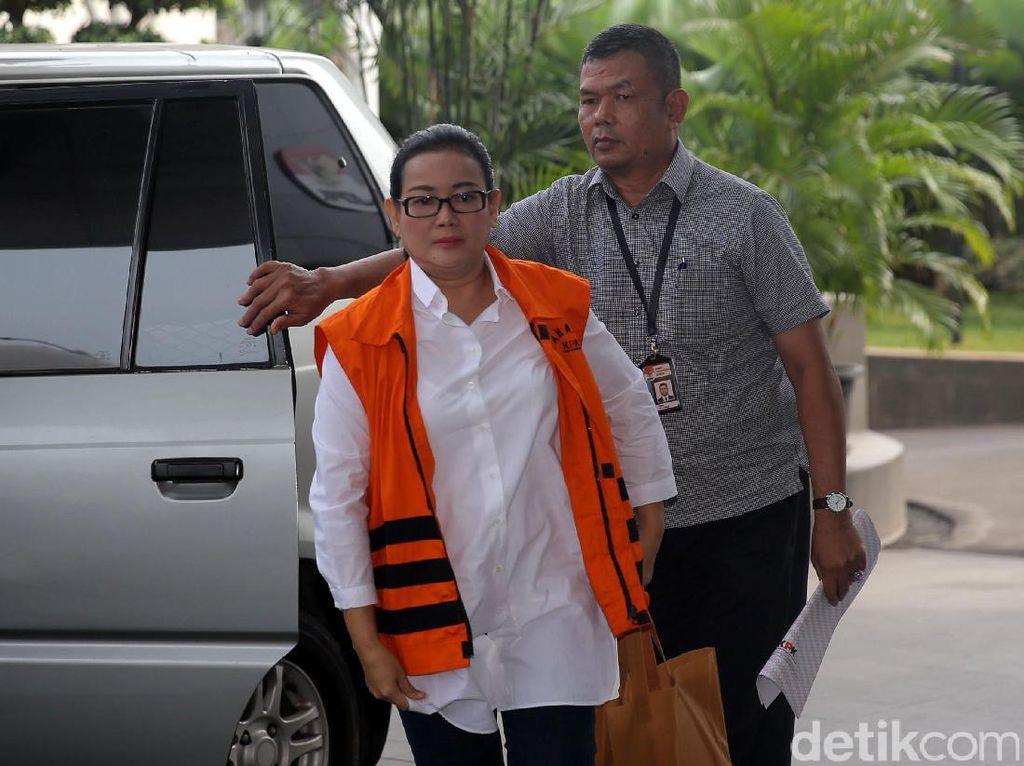 KPK menetapkan Miryam sebagai tersangka dugaan memberi keterangan tidak benar atau keterangan palsu pada 5 April 2017. Dugaan keterangan palsu itu disebut KPK diberikan Miryam saat persidangan dugaan korupsi e-KTP dengan terdakwa Irman dan Sugiharto.