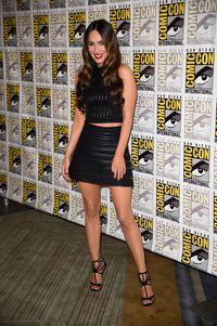 Aktris cantik Megan Fox melahirkan anak ketiga Agustus 2016. Setahun kemudian sudah cukup percaya diri menjadi model pakaian dalam. Foto: Getty Images