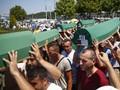 Ribuan Orang Napak Tilas Peringati Pembantaian Srebrenica