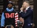 Mayweather Jr. Tak Khawatir Gaya Tarung Bebas McGregor