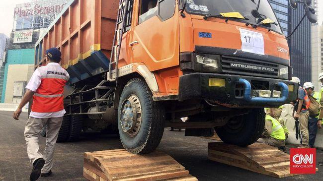 Buntut Pelemparan Warga, Jam Operasi Truk di Kamal Dibatasi