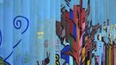 Salah satu seniman yang terlibat adalah Enrique Chiu. Chiu telah membuat mural di perbatasan AS-Meksiko selama tujuh bulan terakhir sepanjang dua kilometer. (AFP PHOTO / GUILLERMO ARIAS)