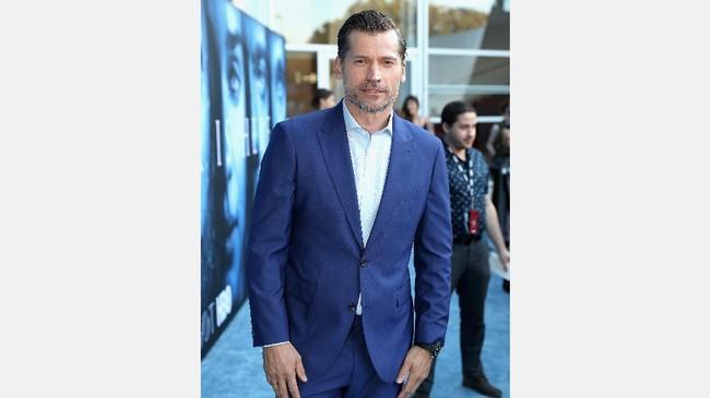 Aktor Nikolaj Coster-Waldau, aka Kingslayer mengenakan jas biru rancangan Strong Suit di pemutaran perdana kali ini. (Neilson Barnard/Getty Images/AFP)