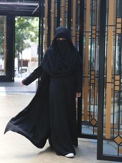 Foto: OOTD Ala Diana Nurliana yang Populer dengan Niqab