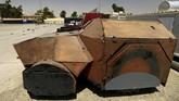 <p>Bom mobil ini juga dipandang para militan sebagai senjata paling efektif untuk menahan gempuran pasukan keamanan karena daya ledaknya yang besar. (REUTERS/Thaier Al-Sudani)</p>