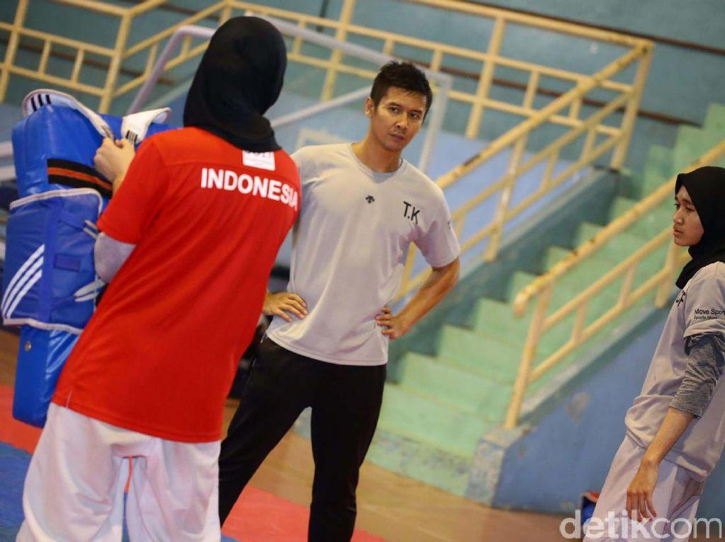 Para atlet taekwondo tengah berlatih beberapa waktu lalu.