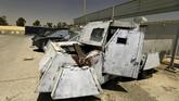 <p>Di Mosul, miltan ISIS menggunakan bom mobil untuk mengirimkan peledak dalam jumlah besar sehingga menimbulkan korban dan area kerusakan yang lebih luas. (REUTERS/Thaier Al-Sudani)</p>