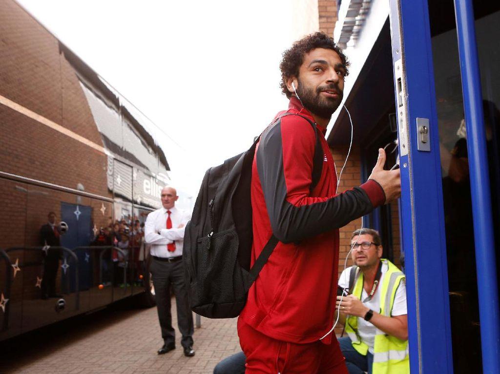 Salah diboyong Liverpool dari AS Roma dengan nilai transfer mencapai 42 juta euro (sekitar Rp 643 miliar). Pemain berusia 25 tahun itu menjalani latihan pertama bersama The Red pada Sabtu (8/7/2017). (Craig Brough/Reuters)