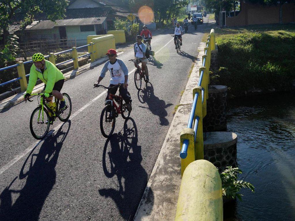 Kegiatan fun bike yang diikuti ratusan peserta dengan jarak tempuh 15 kilometer ini digelar dalam rangka memperingati setahun INAKER. Dok. Kemendes.
