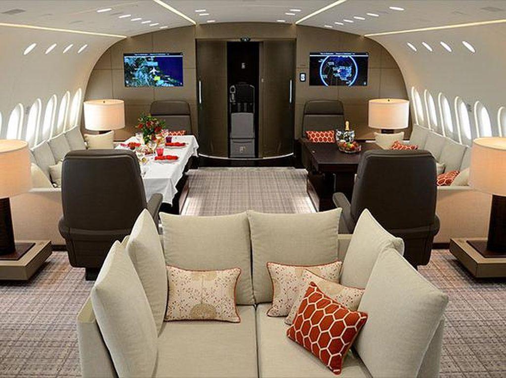 Dream Jet menawarkan kenyamanan di dalam pesawatnya. Namun untuk menikmati kenyamanan tersebut anda harus merogoh kocek sebesar 500.000 Yuan atau US$ 74.000 per jam dan dapat disewa untuk pribadi. (Dok. CNN).