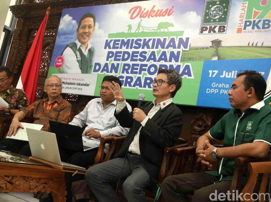 Beberapa tokoh seperti Anggota Fraksi PKB Komisi IV Ibnu Multazam (kiri), Guru Besar Universitas Institute Pertanian Bogor (IPB), Endriatmo Sutarto (kedua kiri), Ketua Pokja Reforma Agraria Kemendesa-PDTT RI, Tri Candra Aprianto (kanan) hadir dalam diskusi ini.