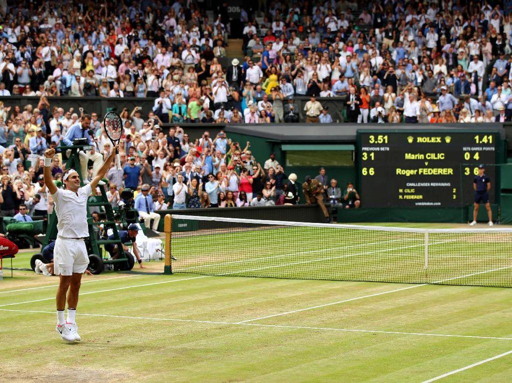 Federer makin tak terbendung. Federer akhirnya keluar sebagai juara usai menang dengan skor 6-3, 6-1, 6-4. Foto: Julian Finney/Getty Images