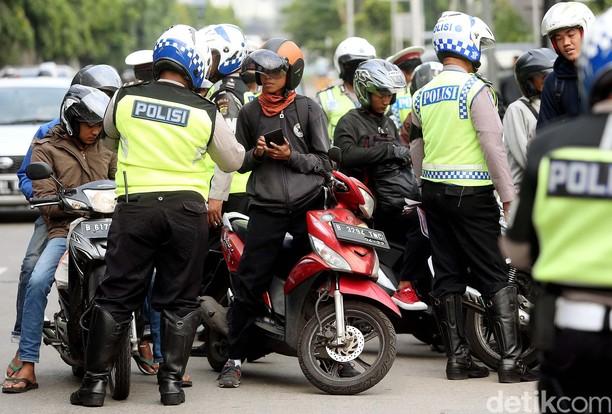 Terobos Jalur Cepat, Pemotor Kena Razia Polisi
