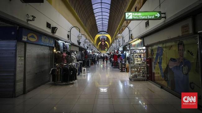 Suasana Mal Blok M yang terlihat lengang.Banyak pusat perbelanjaan di Jakarta maupun kota disekitarnya meredup lantaran mulai ditinggalkan pembeli. (CNNIndonesia/Safir Makki)