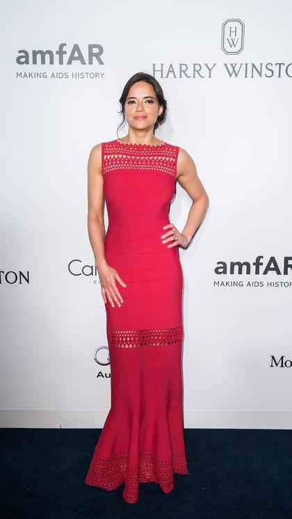 Foto: 15 Gaya Michelle Rodriguez, Si Seksi Bintang Fast and Furious