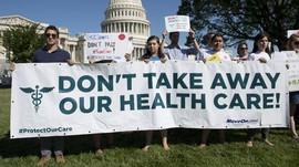 Trump Gagal Cabut Obamacare, Partai Republik Cekcok Internal