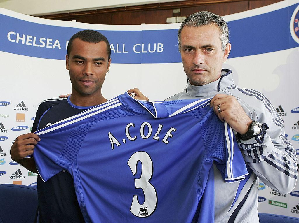 Berikutnya adalah Ashley Cole. Dia memperkuat Arsenal pada 1999-2006, lalu pindah ke Chelsea dan menetap di sana selama seeindu. (Foto: Julian Finney/Getty Images)