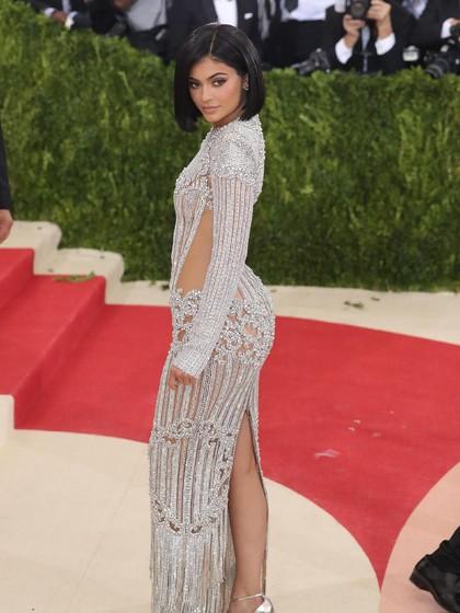 Wanita Indonesia Ingin Punya Tubuh Bohai Seperti Kylie Jenner