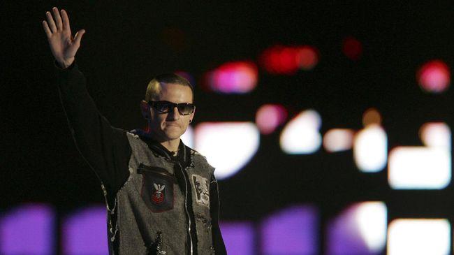 Chester Bennington Takkan Dimakamkan di Samping Chris Cornell