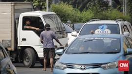 Polisi Ringkus 30 Preman Berkedok Juru Parkir di Daan Mogot