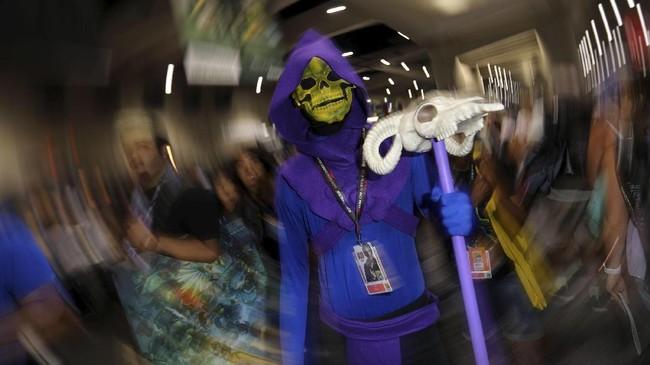 Dan seperti pada Comic-Con lain di dunia, ajang ini juga menjadi momen pamer kemampuan cosplay alias berkostum ala karakter. (REUTERS/Mike Blake)