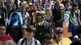 Tercatat, setidaknya 130 ribu orang mengunjungi San Diego Comic-Con setiap tahunnya. Pun, acara yang digelar sejak 1970 ini diikuti ratusan pengisi acara mulai dari publisis komik, film, serial televisi, gim, hingga mainan.(REUTERS/Mike Blake)