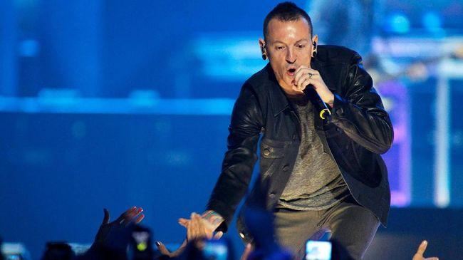 Linkin Park Kenang Satu Tahun Kepergian Chester Bennington