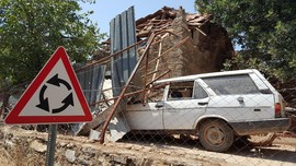 Gempa Turki dan Yunani Tewaskan Dua dan Lukai Ratusan Orang