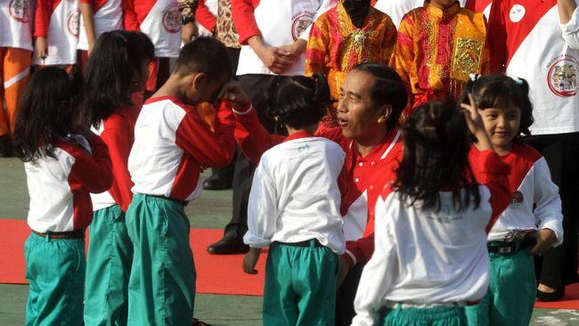 Jokowi Imbau Anak di Bawah Usia 13 Tahun Tak Main Facebook