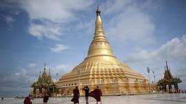 Banjir Hanyutkan Pagoda di Myanmar