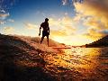 Surfer Dunia Bertanding di Open Surfing Contest 2017