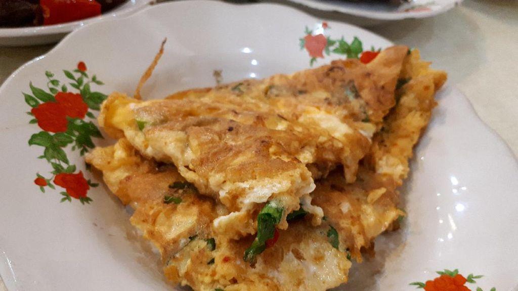 5 Bahan Sederhana Ini Bisa Bikin Telur Dadar Jadi Lauk Sarapan Enak