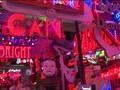Tren Retro Hidupkan Seni Lampu Neon London