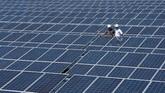 Dengan adanya program 35.000 MW dan upaya-upaya lainnya, PLN mengklaim, sekarang sudah hampir tidak ada lagi daerah di Indonesia yang kekurangan pasokan listrik. (ANTARA FOTO/Widodo S Jusuf)
