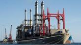Menurut data IESR melalui project Electricity Supply Monitoring Initiative (ESMI) di Kupang, rata-rata pemadaman listrik sangat tinggi, yaitu mencapai 13 jam 9 menit per bulan. (ANTARA FOTO/Widodo S Jusuf)