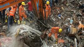 Mencari Jenazah di Antara Reruntuhan Apartemen Mumbai