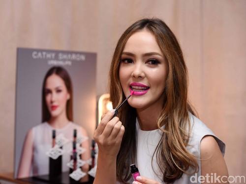 Cathy Sharon Ungkap Rahasia Kulit Sehat dan Makeup Mulus