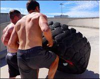 Peningkatan massa otot memberikan pengaruh positif. Ia sanggup melakukan deadlift dengan beban 200kg. (Instagram @vegainstrength)